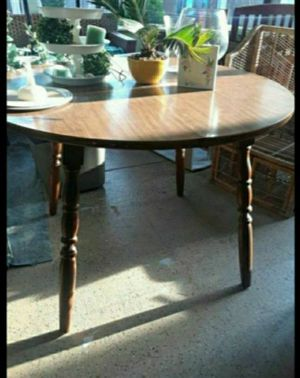 Round dining room table for Sale in Lake Alfred, FL