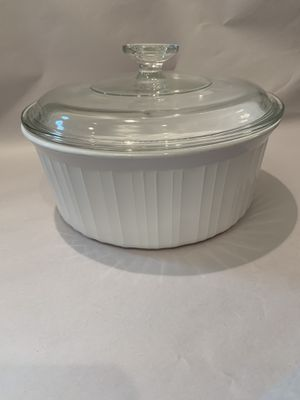"9"" round Corning Ware w lid for Sale in Miami, FL"