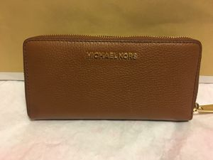 New Authentic Michael Kors Large Wallet for Sale in Lakewood, CA