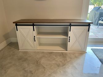 Wooden Top Entertainment Center/ TV Stand  for Sale in Pompano Beach, FL