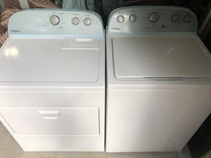 Washer and dryer Whirlpool for Sale in Suwanee, GA