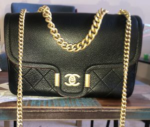 Authentic Chanel messenger bag for Sale in Atlanta, GA