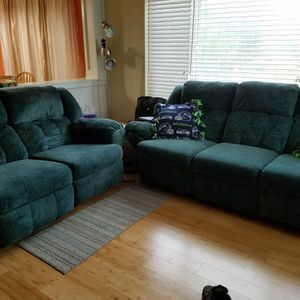 Reclining Sofa and Love Seat Set for Sale in Auburn, WA