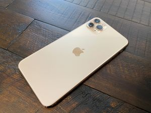iPhone 11 Pro Max 64 Gold Unlocked for Sale in Corona, CA