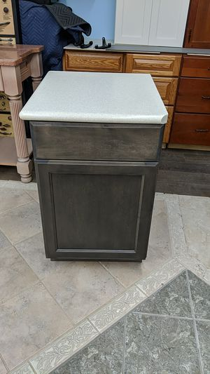 21 x 34&1/2 kitchen cabinet with top for Sale in Miami, FL