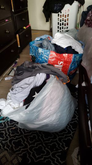 Gratis bolsas de ropa for Sale in Hawthorne, CA