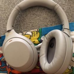 Sony Headphones WH-1000xm4 for Sale in Los Angeles,  CA