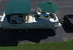 2006 Manitou Legacy Pontoon Boat__very clean for Sale in Wichita, KS