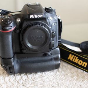 Nikon D7100 with Battery Grip- Great Condition! for Sale in Orlando, FL