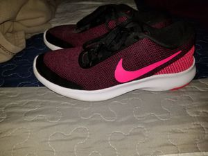 Womens Black and Pink Nikes for Sale in San Angelo, TX