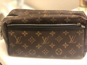 Toilet bag... LOUIS VUITTON!! for Sale in Winter Garden, FL