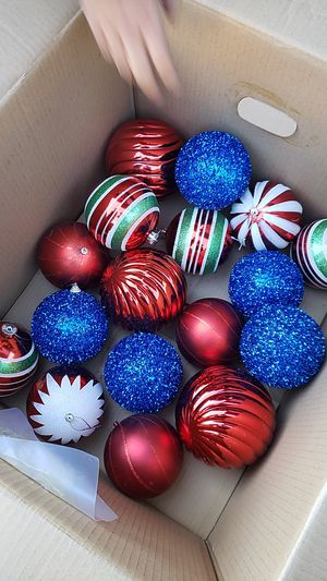 Free Christmas ornaments for Sale in Long Beach, CA