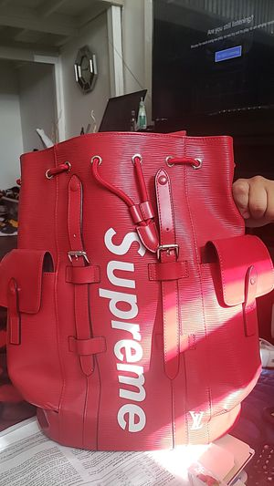 Supreme also have a supreme ski mask 😷 to go with it 🎒🎒🎒🎒 for Sale in Milwaukee, WI