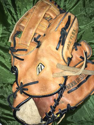 Leather baseball glove for Sale in High Point, NC