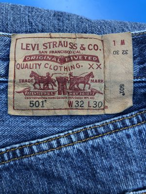 Mens Levis 501 jeans button fly faded blue size 32x30 for Sale in Oxon Hill, MD
