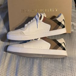 Burberry Mens Size 9 (43 Europe size) for Sale in Seal Beach,  CA