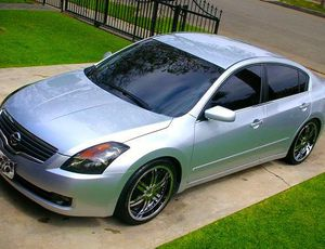 2OO8 Nissan-Altima price $1000 for Sale in Queens, NY
