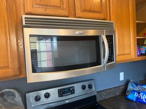 Available microwave-Kitchen appliance for Sale in Aloma, FL