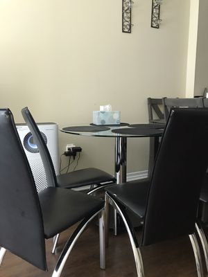 Dining table and 3 chairs used for Sale in Los Angeles, CA