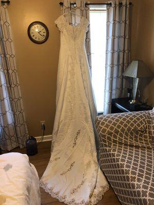 Nearly new wedding dress for Sale in Durham, NC