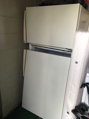 Cream refrigerator! Works great for Sale in Detroit, MI