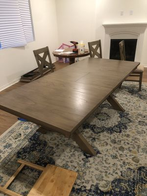 Extendable Dining Table w/ Chairs for Sale in Culver City, CA
