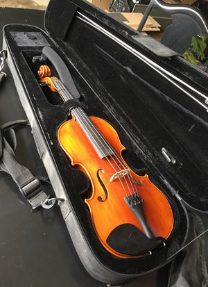 Angel Taylor 4/4 Violin w/music stand and accessories for Sale in Brentwood, TN