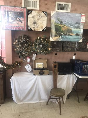 Pre-lit wreaths and garland for Sale in Oklahoma City, OK