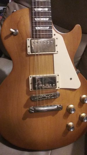 PRICE REDUCED TO $750. 2017 (verified authentic) GIBSON LES PAUL 60s STYLED TRIBUTE MODEL (Barely Used) you still GOT TO BREAK HER IN!! for Sale in Bensalem, PA