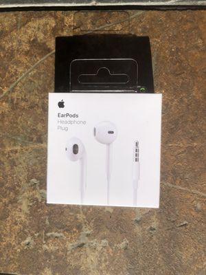 White Apple EarPods W/3.5 mm Headphones Plug for Sale in Dumfries, VA