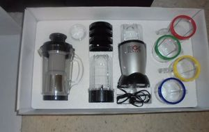 Magic Bulet- Complete Set with Blender (HomeLand Houseware) for Sale in Perry Hall, MD