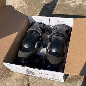 PODS K4 2.0 Knee Braces -MD/LG for Sale in Valley Center, CA