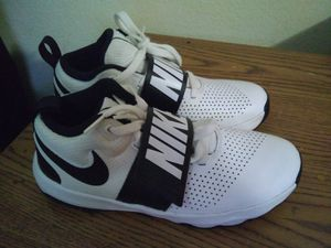 Nike shoes size 5.5 youth or Women 7 for Sale in Las Vegas, NV