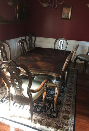 Pulaski Dining table w/ matching Hutch for Sale in Benbrook, TX