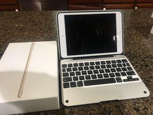 IPad mini 2 32 gb Retina display with apple Bluetooth case for Sale in Lynnwood, WA