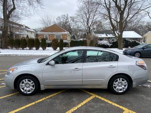 2009 Nissan Altima Clean Title One Owner Only 73K Miles Low Miles for Sale in Northbrook, IL