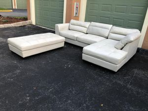 BEAUTIFUL SECTIONAL WITH OTTOMAN - GOOD CONDITION - DELIVERY FREE for Sale in Pompano Beach, FL