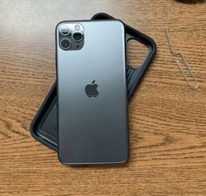 """() Gray """" iPhone 11 Pro Max for Sale in Backus, MN"""