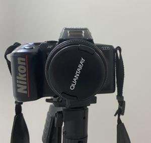 Cámara profesional Nikon con base trípode extendible for Sale in Medley, FL