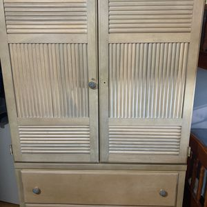 Tall Storage Dresser With Drawers for Sale in The Bronx, NY