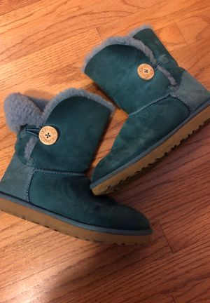 Ugg size 7 for Sale in Lombard, IL