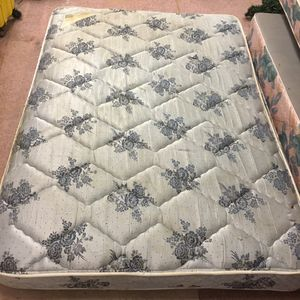 Full size mattress with box spring for Sale in Pine Bluff, AR