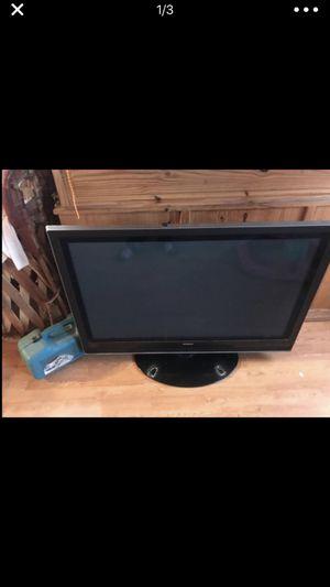 Televisión bien estado 42 pulga for Sale in Richmond, CA