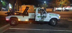 Ford f350 XL Tow truck for Sale in Hillcrest Heights, MD