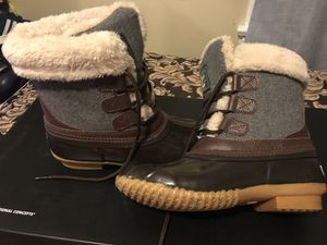 Bass waterproof boot size: 6-61/2 for Sale in Chicago, IL