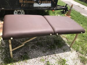 Massage table for Sale in Largo, FL