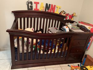 4 in 1 Convertible Crib for Sale in Miami, FL