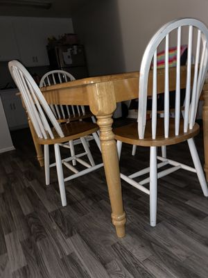 Kitchen wooden table PENDING SALE for Sale in Moreno Valley, CA