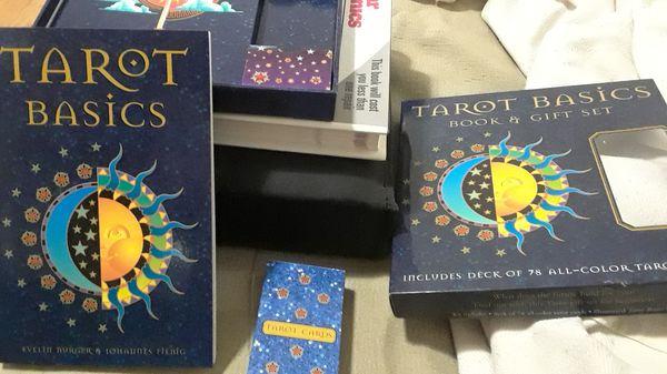 Tarot basics book & gift set.