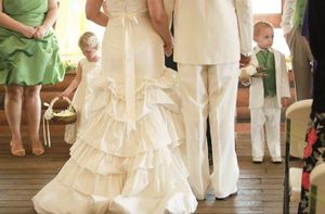 Gorgeous Vera Wang Wedding Dress & Sash!!! Sz 10. $1500 dress for $300💍💎💕 for Sale in Mobile, AL